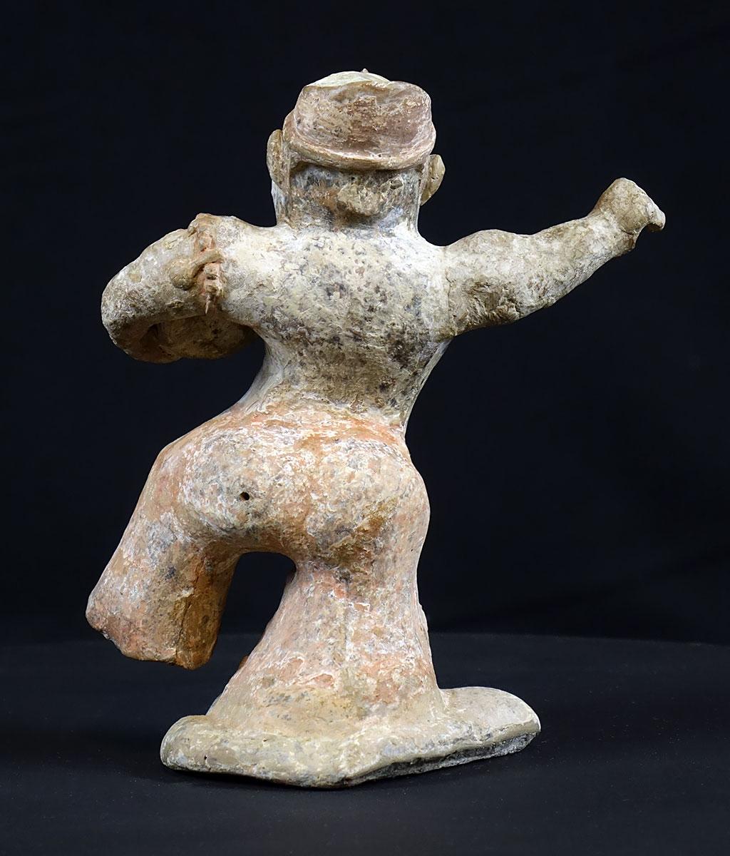 BUFFONE DANZANTE Cina Dinastia Han Orientali 25-220 Terracotta policroma – H. cm 21
